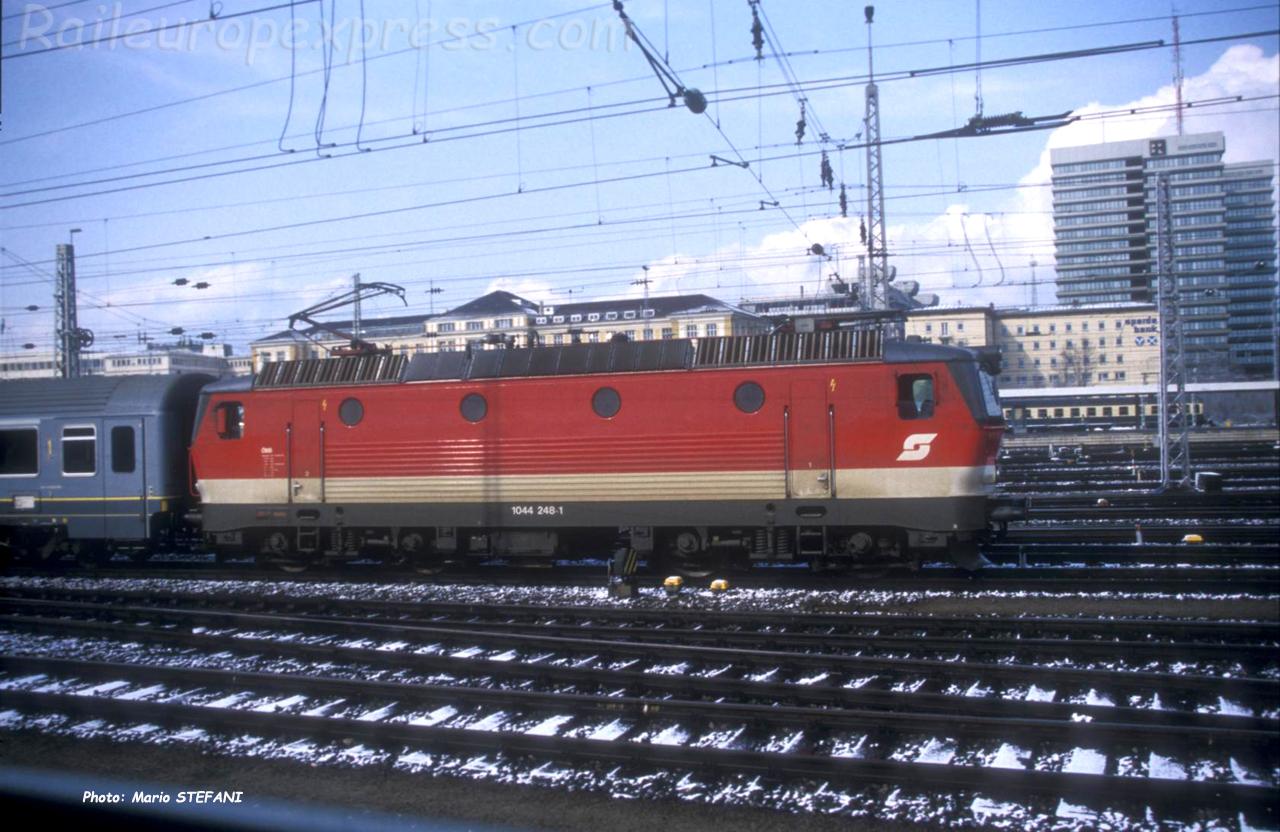 1044 248-1 OBB à Munich (D)