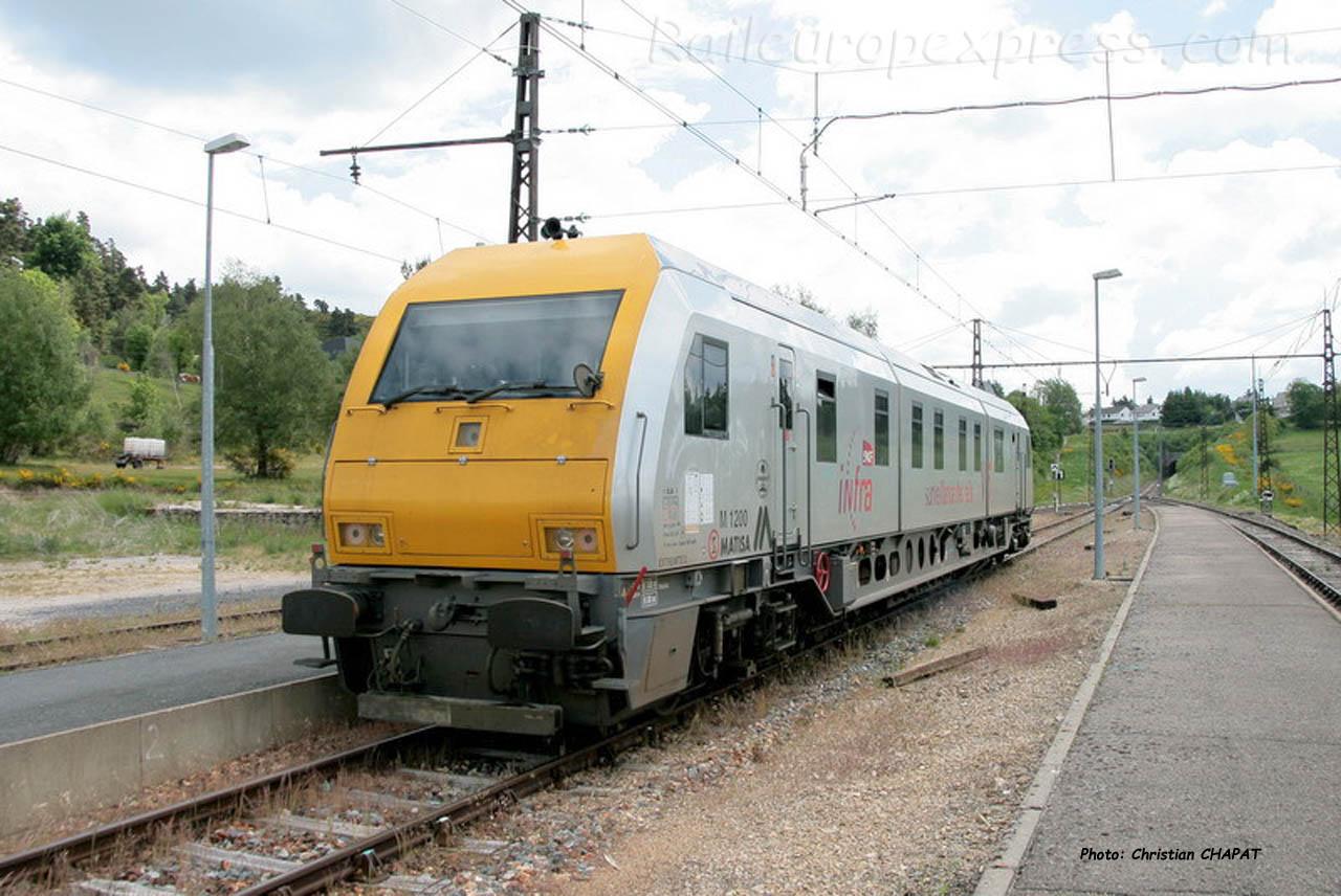 Automoteur V6 SNCF à Aumont-Aubrac(F-48)