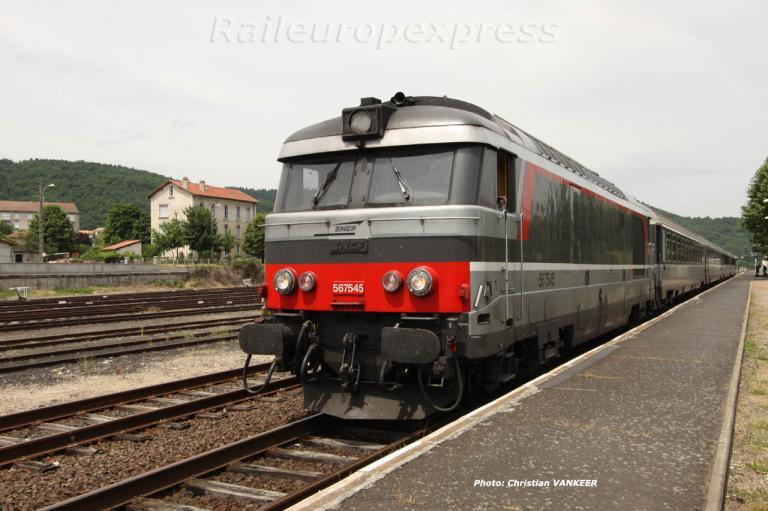 BB 67545 SNCF en tête du Cévenol à Arvant