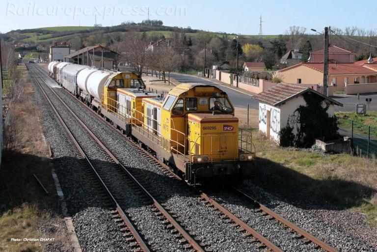 BB 69295 SNCF au Breuil sur Couze (F-63)