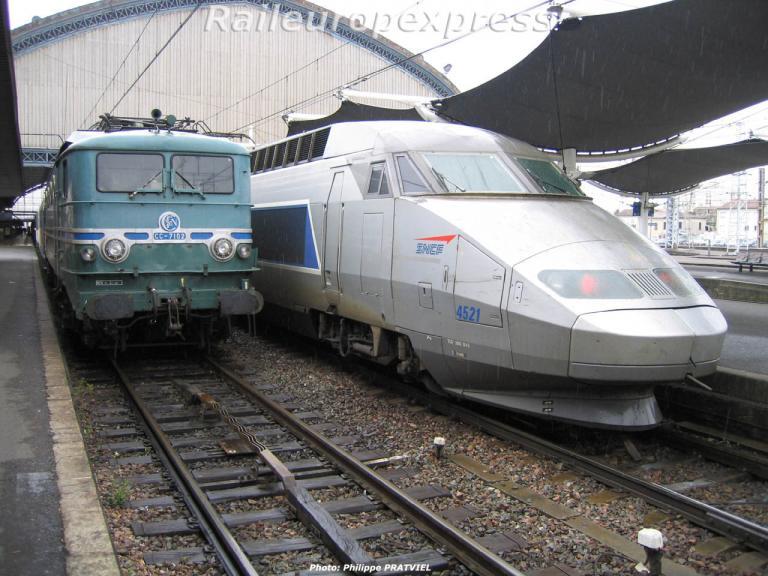 CC 7102 et TGV 4521 à Bordeaux St Jean