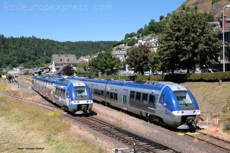 Croisement d'AGC SNCF à Murat (F-15)