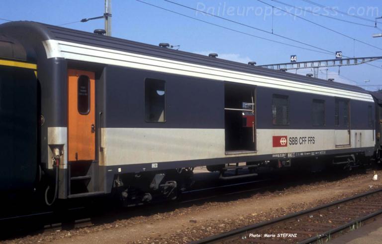 Fourgon D CFF ex SNCF à Yverdon (CH)