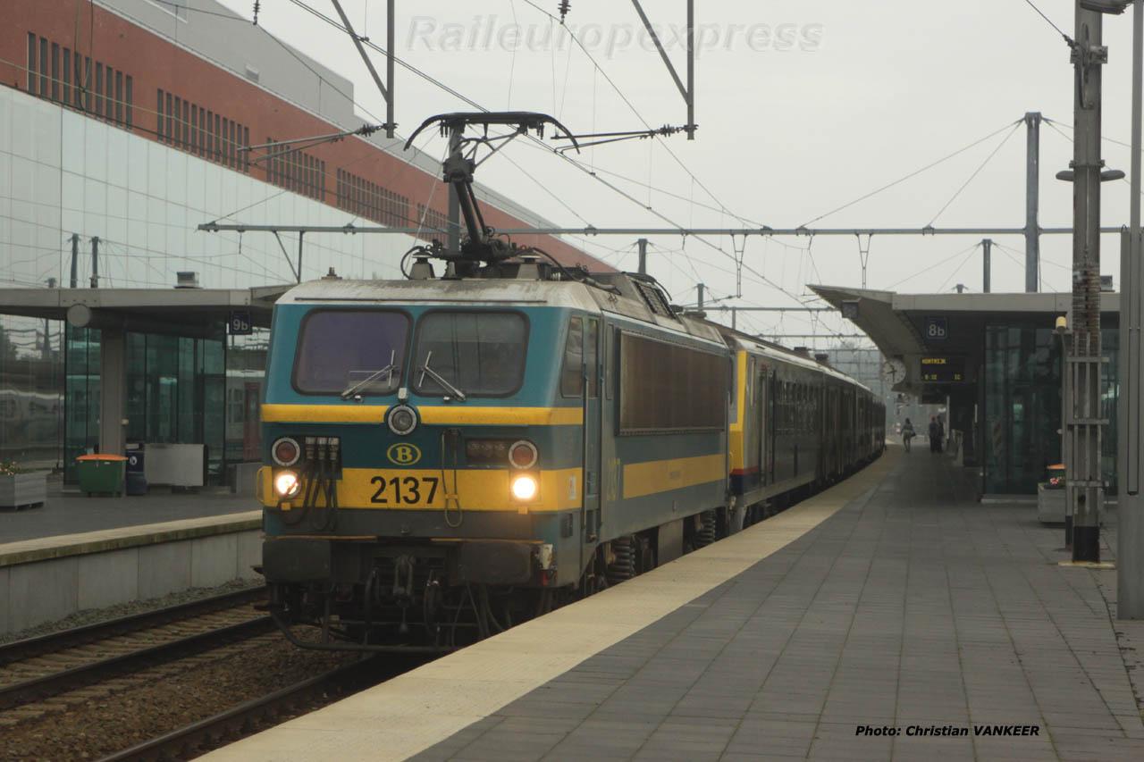 HLE 2137 SNCB en gare de Bruges (B)