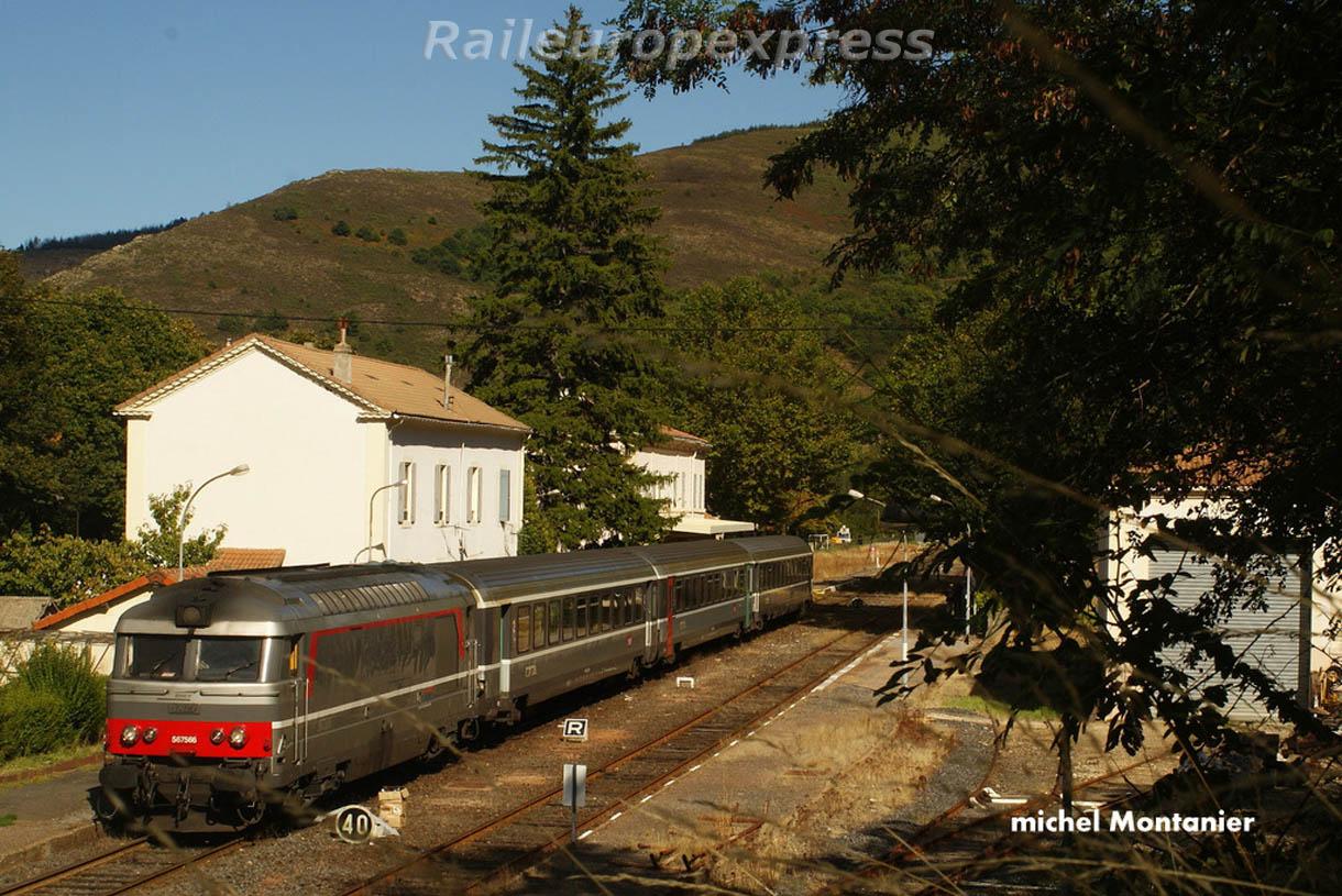 La BB 67556 en tête du Cévenol à Villefort