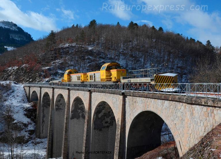 """Le """"pointu"""" sur le viaduc du Bouysset (F-48)"""