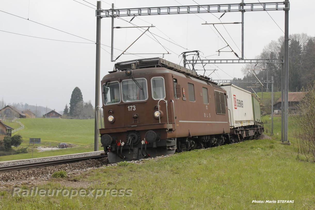 Re 4/4 173 BLS à Kümm