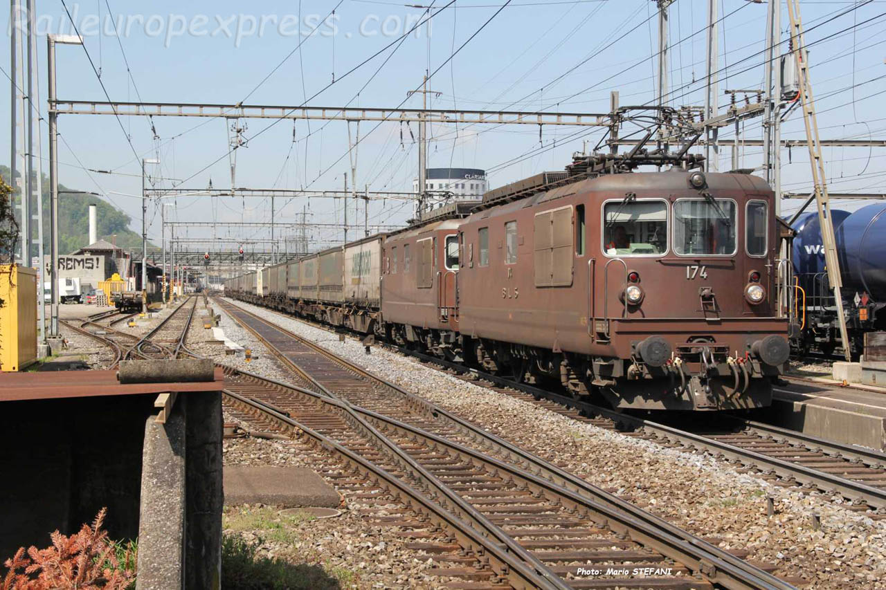 Re 4/4 174 BLS à Pratteln (CH)
