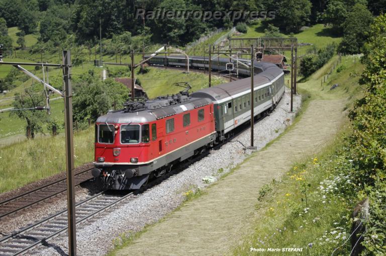 Re 4/4 II 11210 CFF à Erstfeld