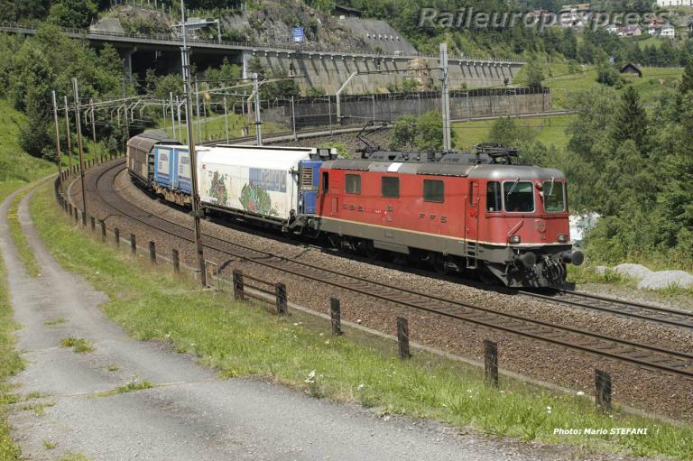 Re 4/4 II 11234 CFF à Wassen (CH)