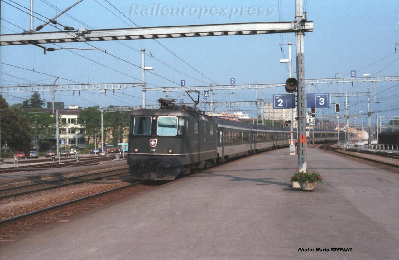 Re 4/4 II 11242 CFF à Yverdon (CH)