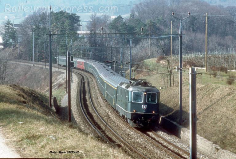 Re 4/4 II CFF à Colombier (CH)