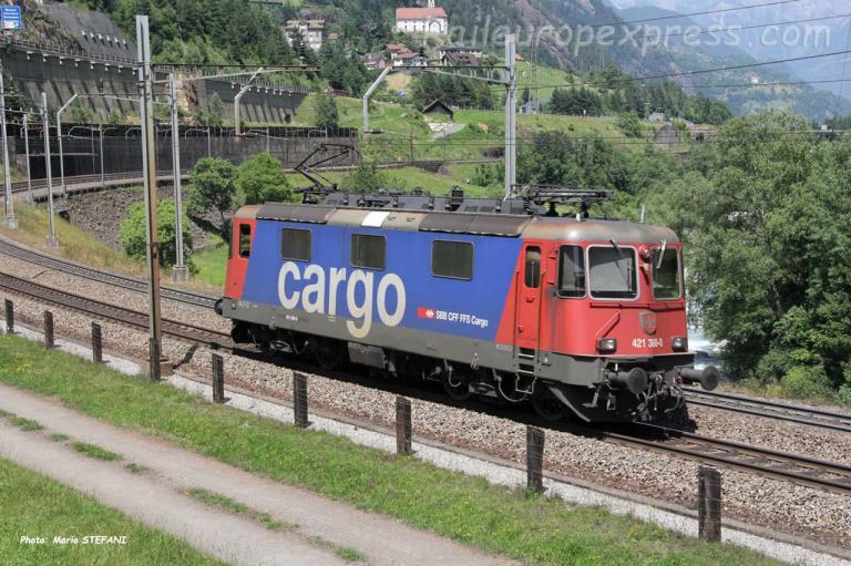 Re 421 288-0 CFF à Wassen (CH)