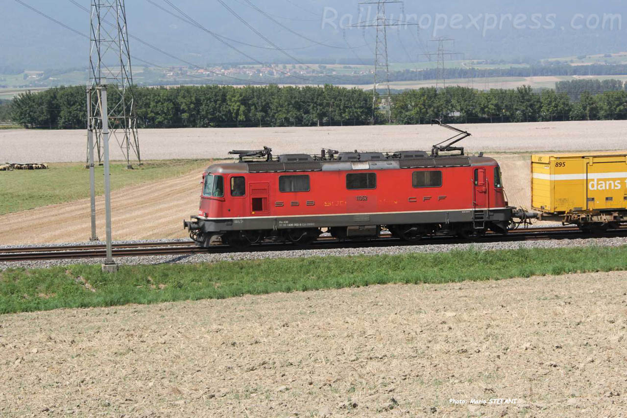 Re 4/4 III 11352 CFF à Essert-Pitet (CH)