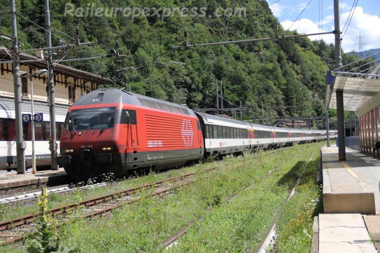 Re 460 114-2 CFF à Iselle (I)