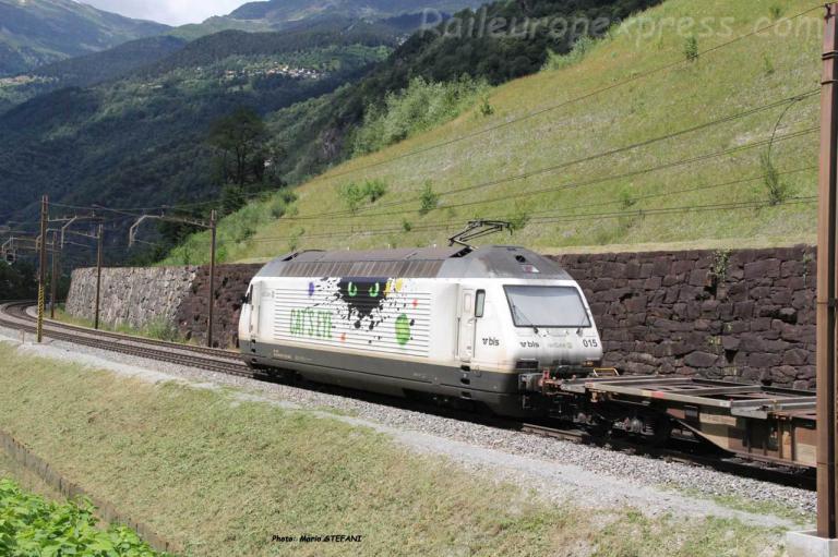 Re 465 015 BLS à Fedoccio-Chiggiogna (CH)