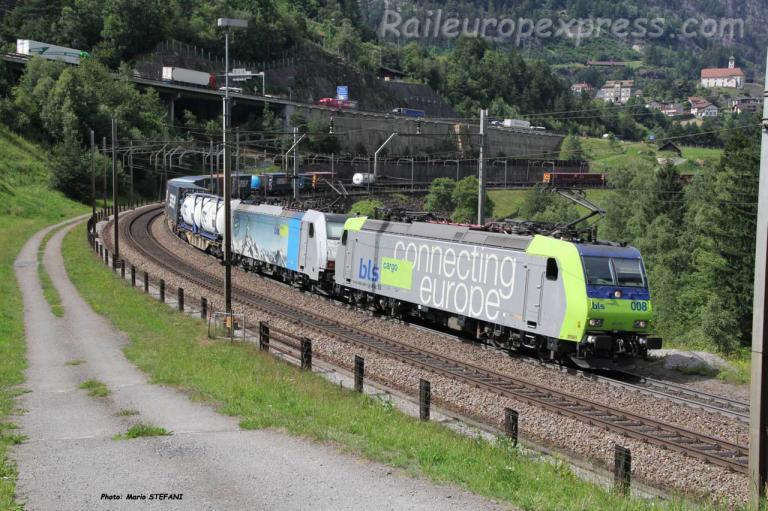 Re 485 008-7 BLS à Wassen (CH)