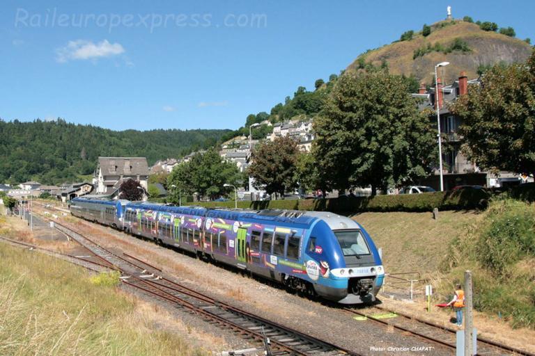 UM d'AGC SNCF en gare de Murat (F-15)