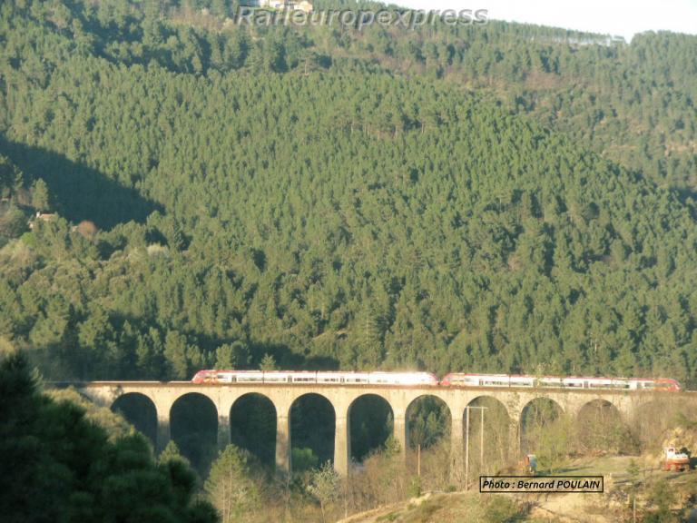 UM d' AGC SNCF sur le viaduc de Chamborigaud (F 30)