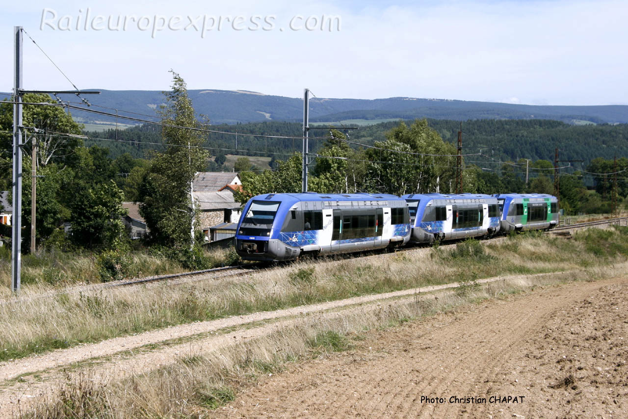 UM d'X 73500 SNCF à Ruynes en Margeride (F-15)