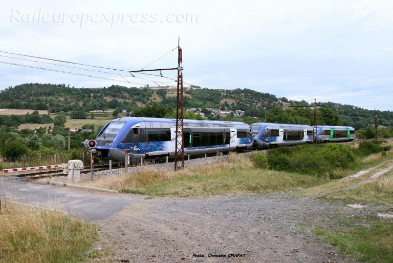 UM triple d'X 73500 SNCF à Andelat (F-15)