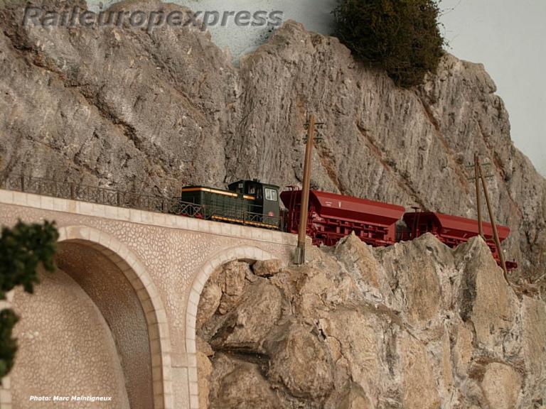 Un locotracteur à la peine sur le réseau de La Varenne