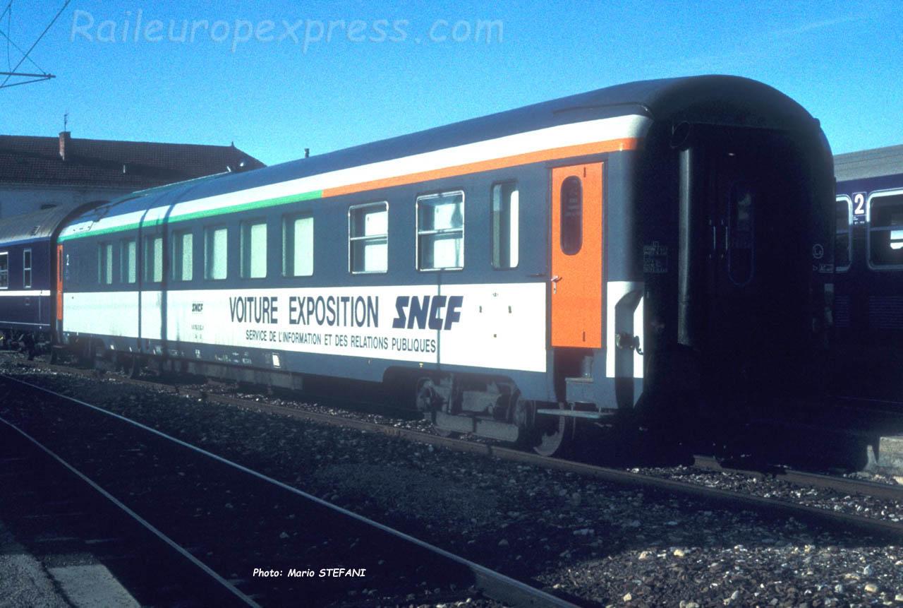 Voiture expo SNCF ex restau rouge à Pontarlier (F-25)