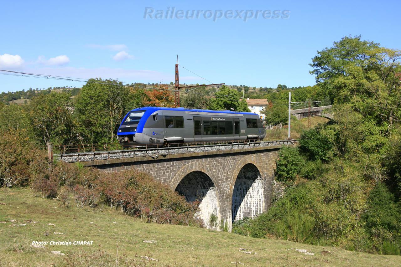 X 73500 SNCF au Saillant (F 15)