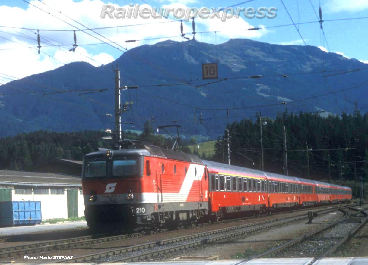 1044 210-5 OBB à Saalfelden