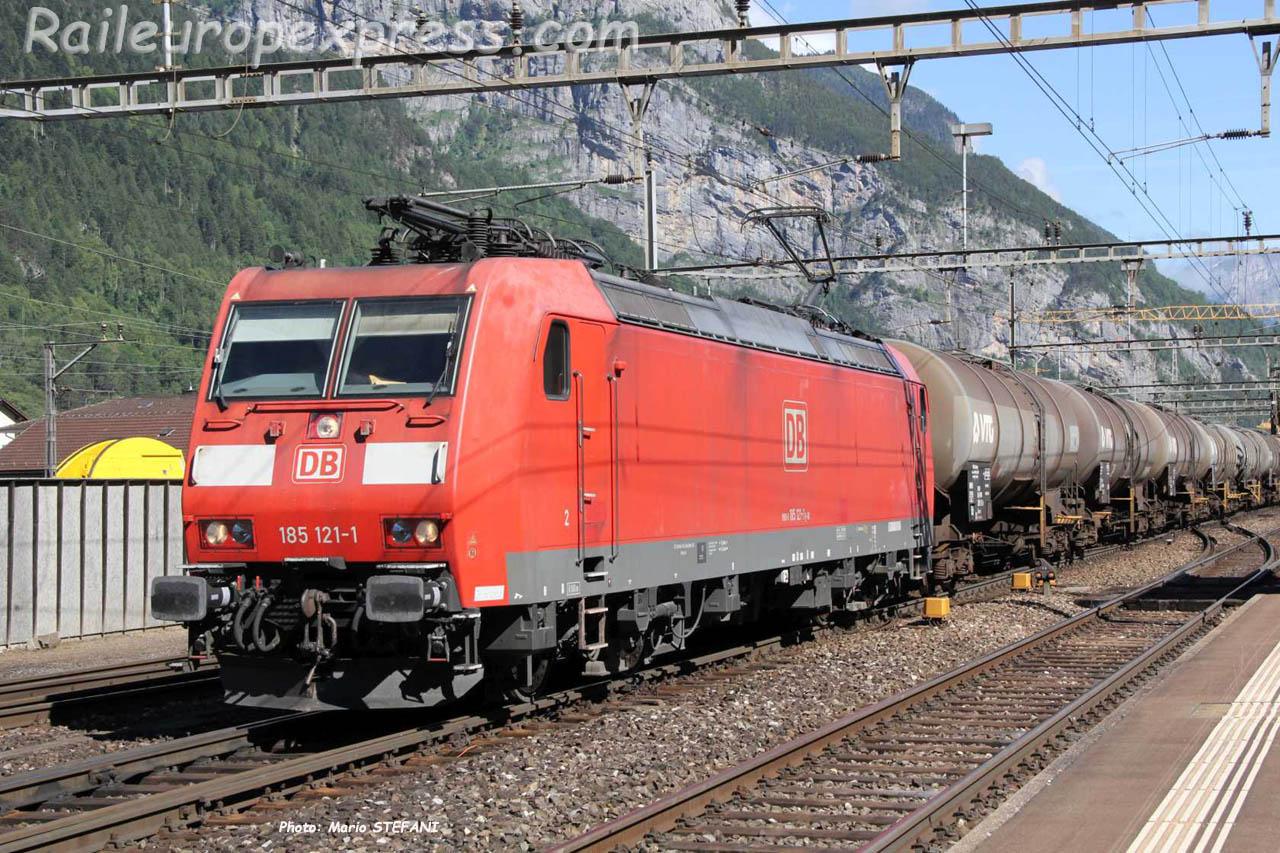 185 121-1 DB à Erstfeld (CH)