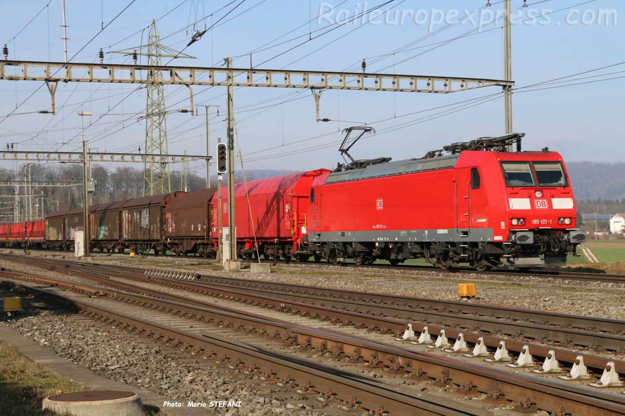 185 121-1 DB à Hendschiken (CH)