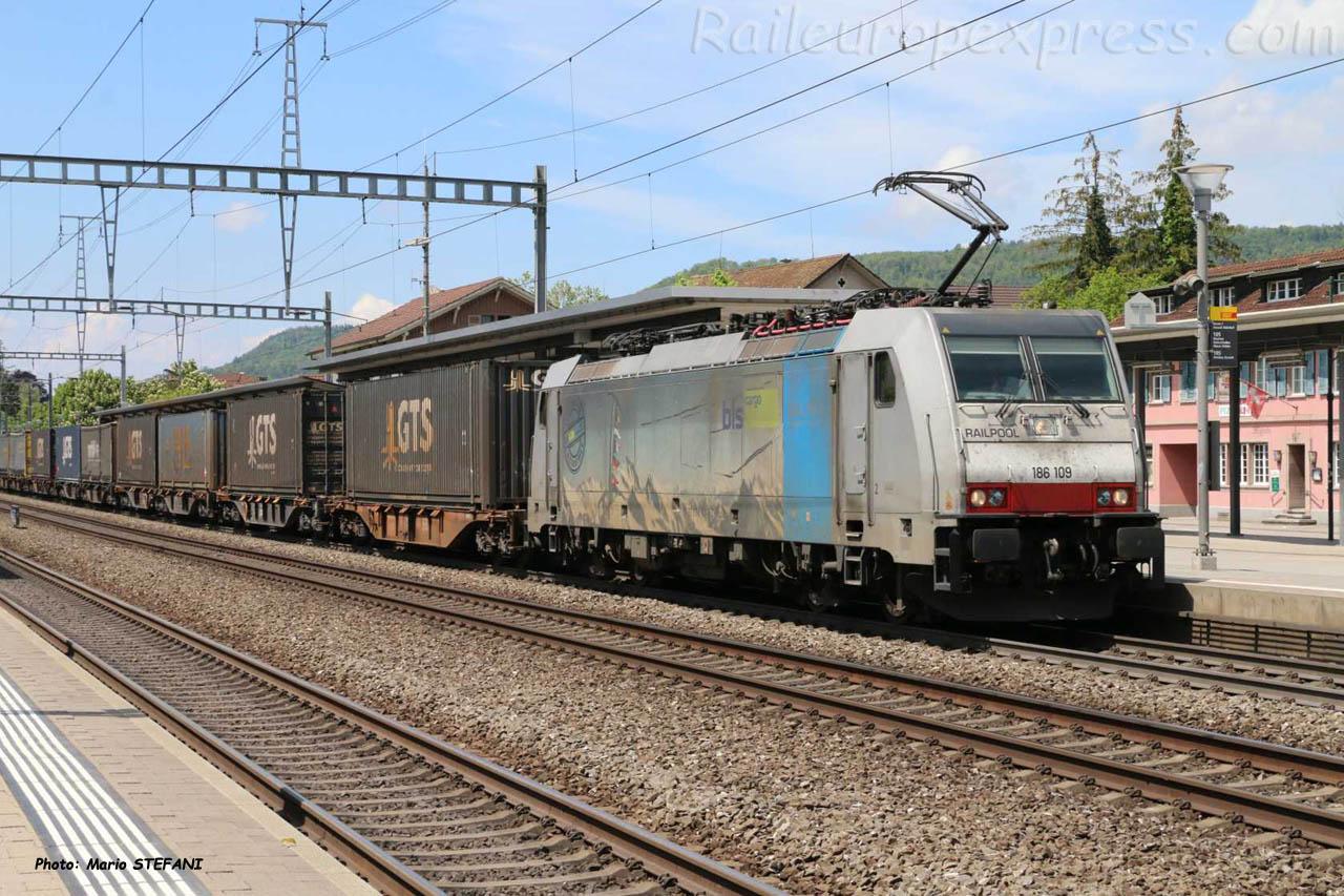186 109 BLS à Sissach (CH)