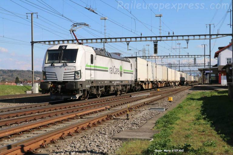 476 454 Railcare à Hendschiken (CH)