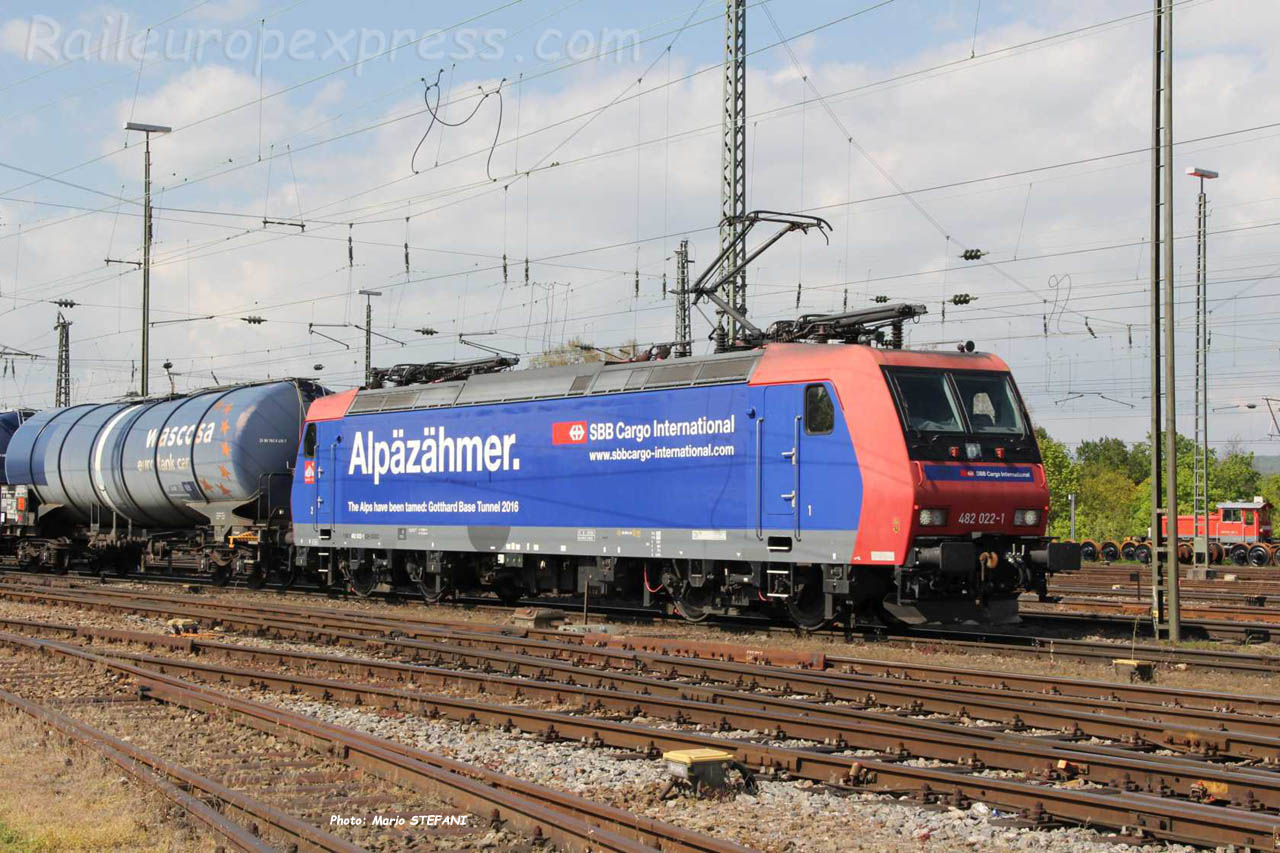 482 022-1 CFF à Basel (CH)