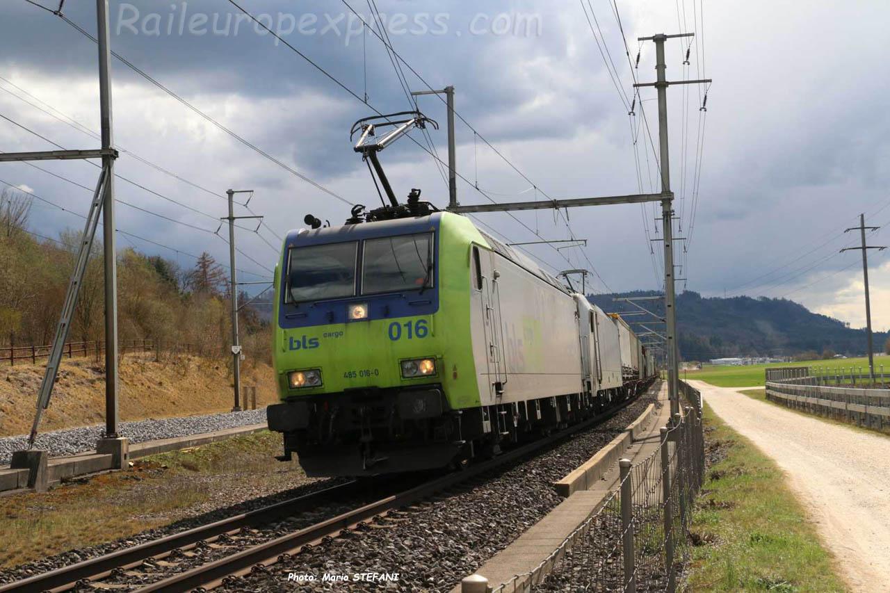 485 016-0 BLS à Mattstetten (CH)