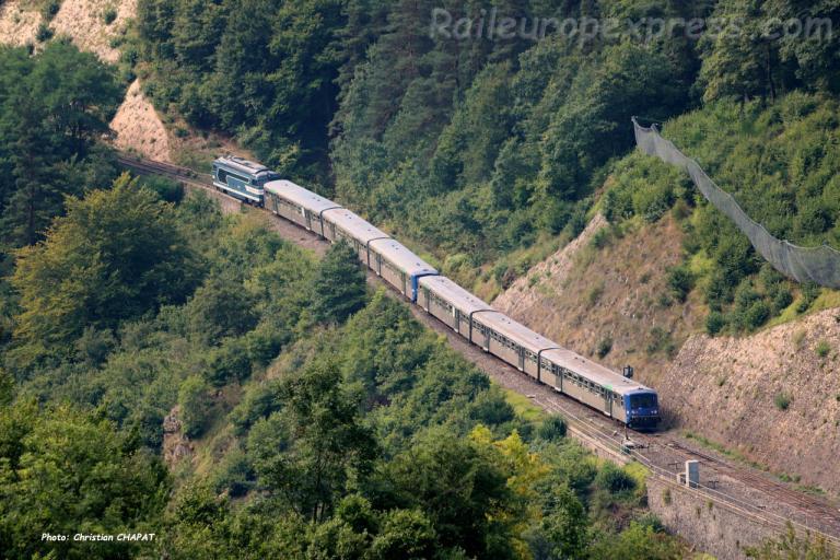 BB 67400 + RRR SNCF à Chapeauroux (F-48)