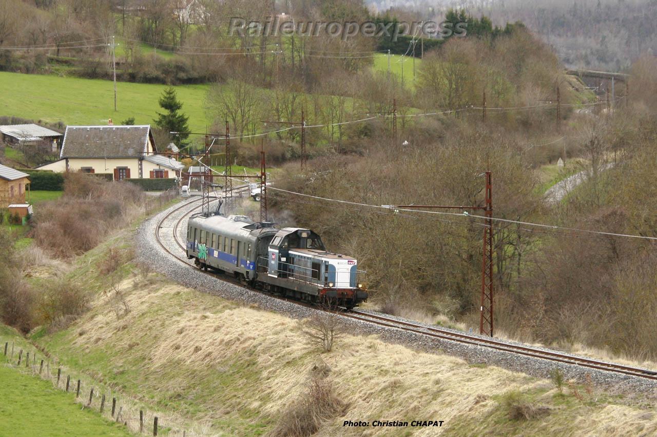 BB 66000 et graisseur de caténaire au Saillant (F 15)