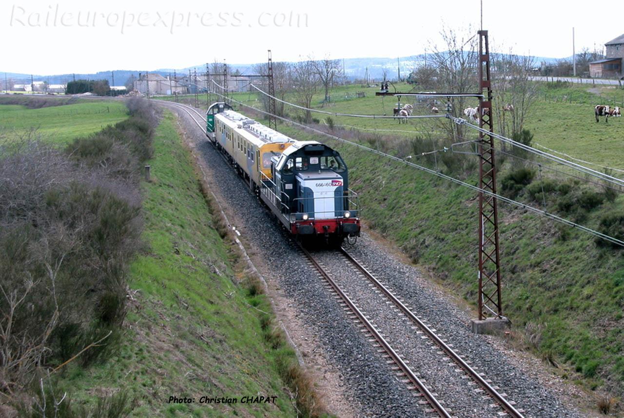 BB 66160 SNCF et train UFM à Loubaresse (F-15)