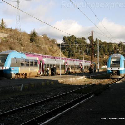 Croisement d'AGC SNCF à Saint Flour (F-15)