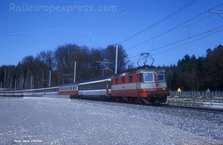 Re 4/4 II 11141 CFF à Mattstetten (CH)