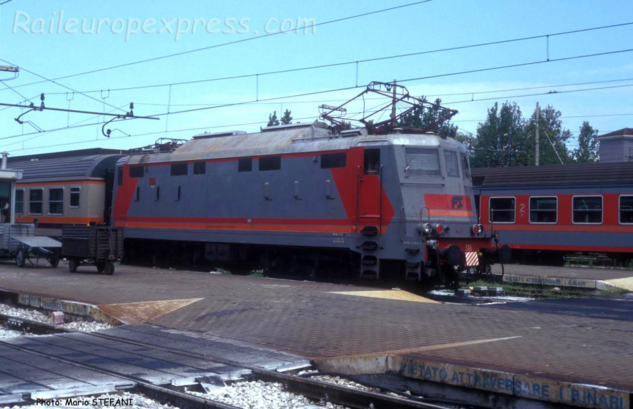 E 424 316 FS à Rimini (I)