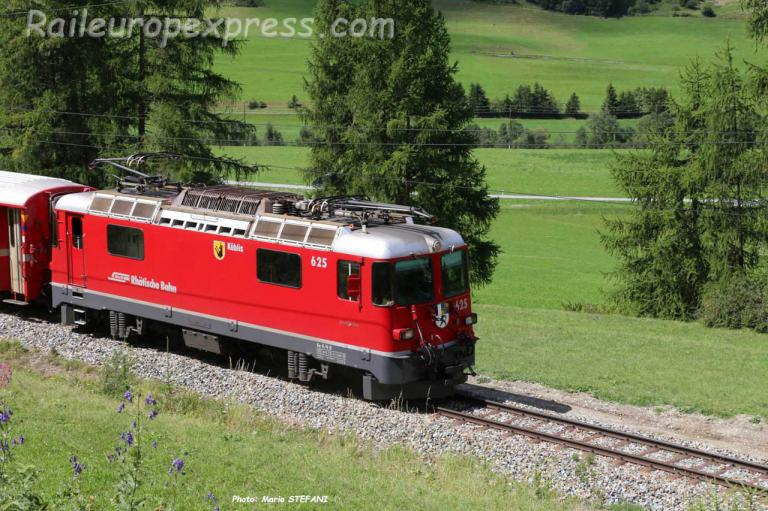 Ge 44 II 625 RhB à Zernez (CH)