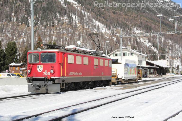 Ge 6/6 II 704 RhB à Bever (CH)