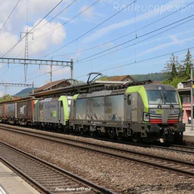 Re 475 402-4 BLS à Sissach (CH)