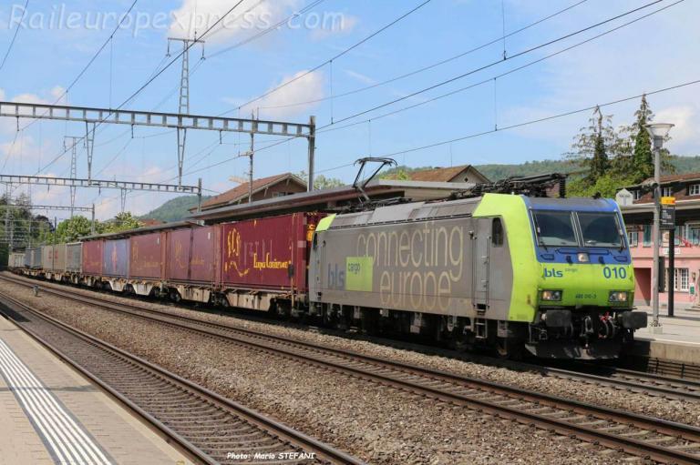 Re 485 010-3 BLS à Sissach (CH)