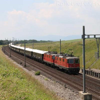 Re 4/4 II 11196 CFF à Onnens (CH)
