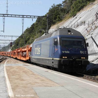 Re 465 002-4 BLS à Hohtenn (CH)