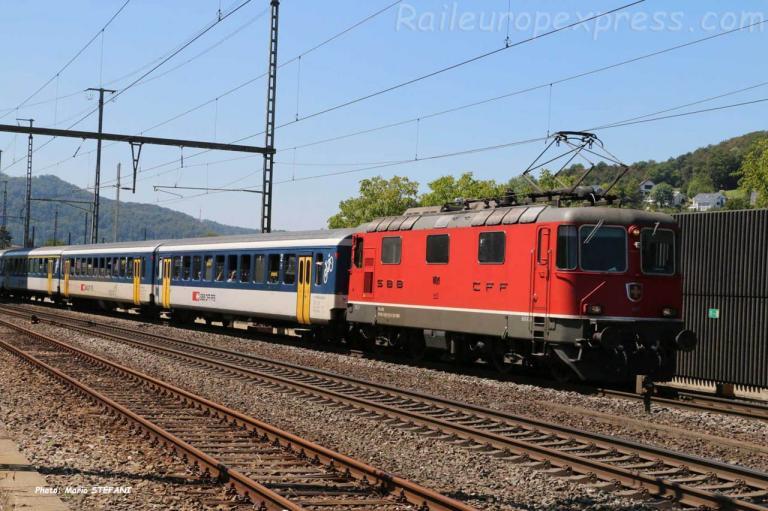 Re 4/4 II 11121 CFF à Gelterkinden (CH)