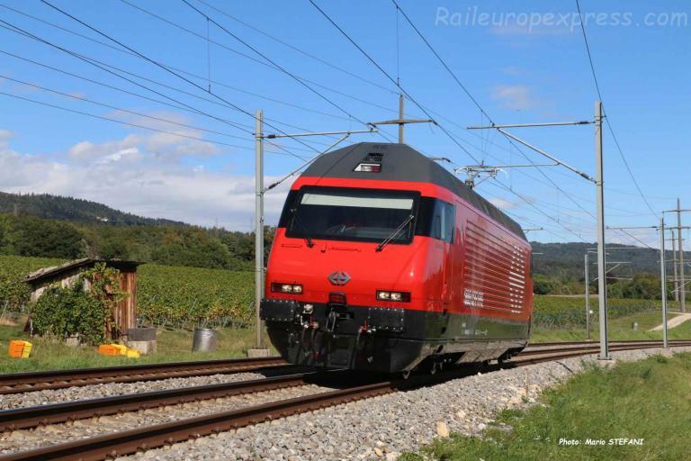 Re 460 043-3 CFF à Boudry (CH)