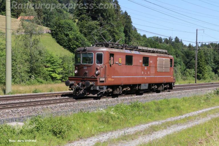 Re 4/4 180 BLS à Mülenen (CH)